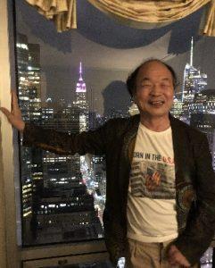 ニューヨークの夜景と佐藤学長